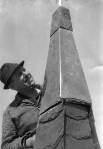1975 | Für Schmiden überall an Ort und Stelle – auch bei den Blecharbeiten am Schmidener Kirchturm.